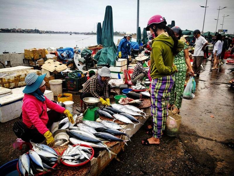 Fishing market Dong Ha