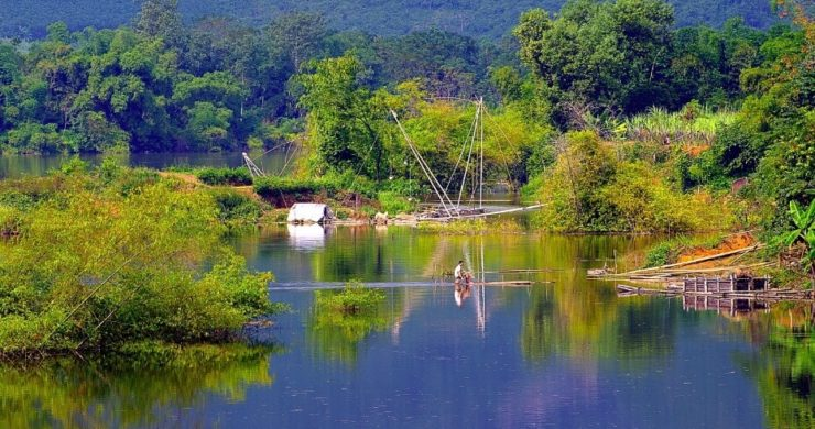 Fishing on the river in Pu Luong