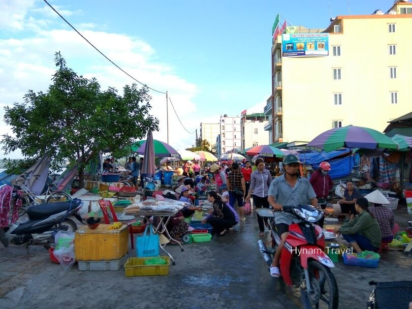 Coto island market