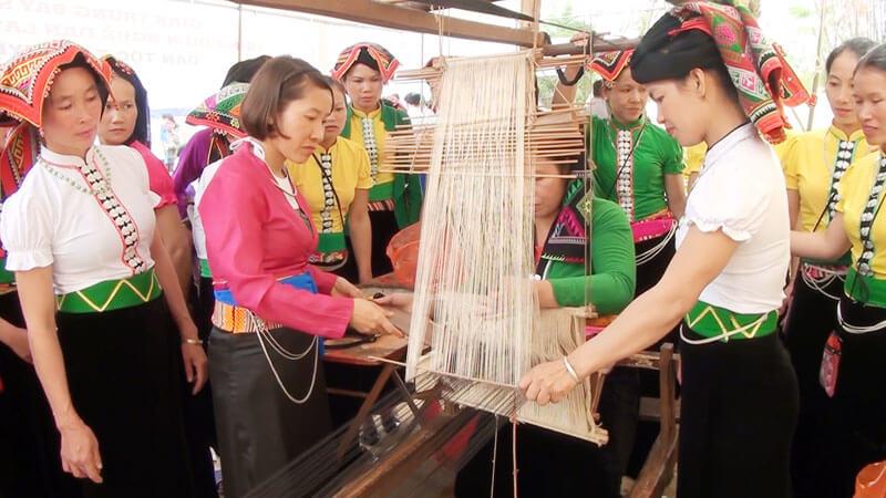 Mai Chau textile tour
