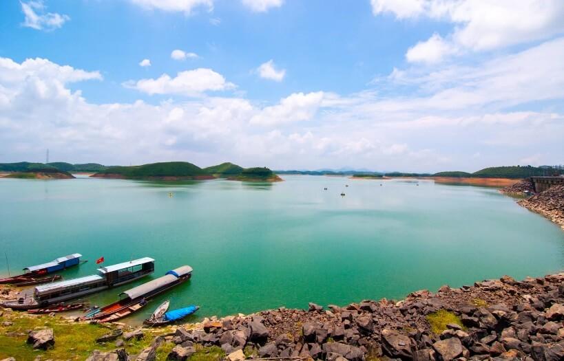 Thac Ba lake tour