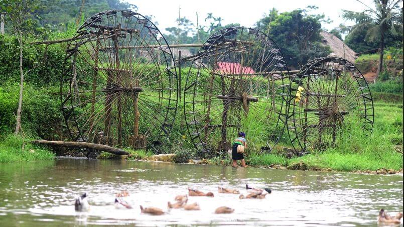 Pu Luong water wheel