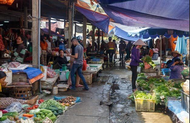 Ba Le market