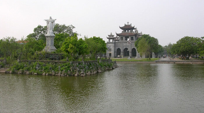 Phat Diem lake