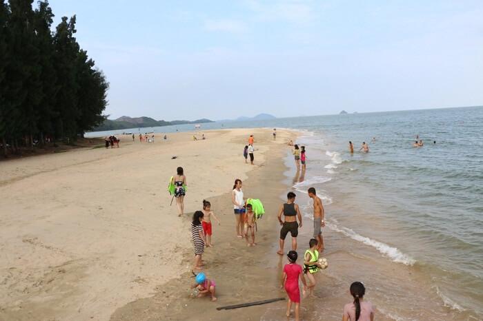 Cai Chien island beach
