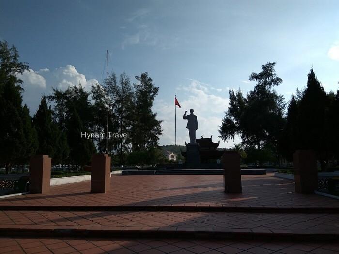 Uncle Ho Statue